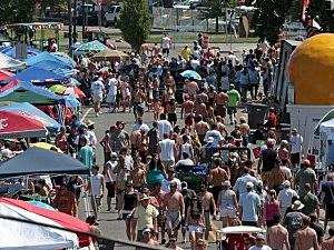crowd boat race