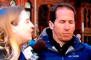 kissing_reporter